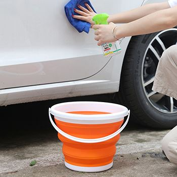 A Silicone Folding Bucket With Handle